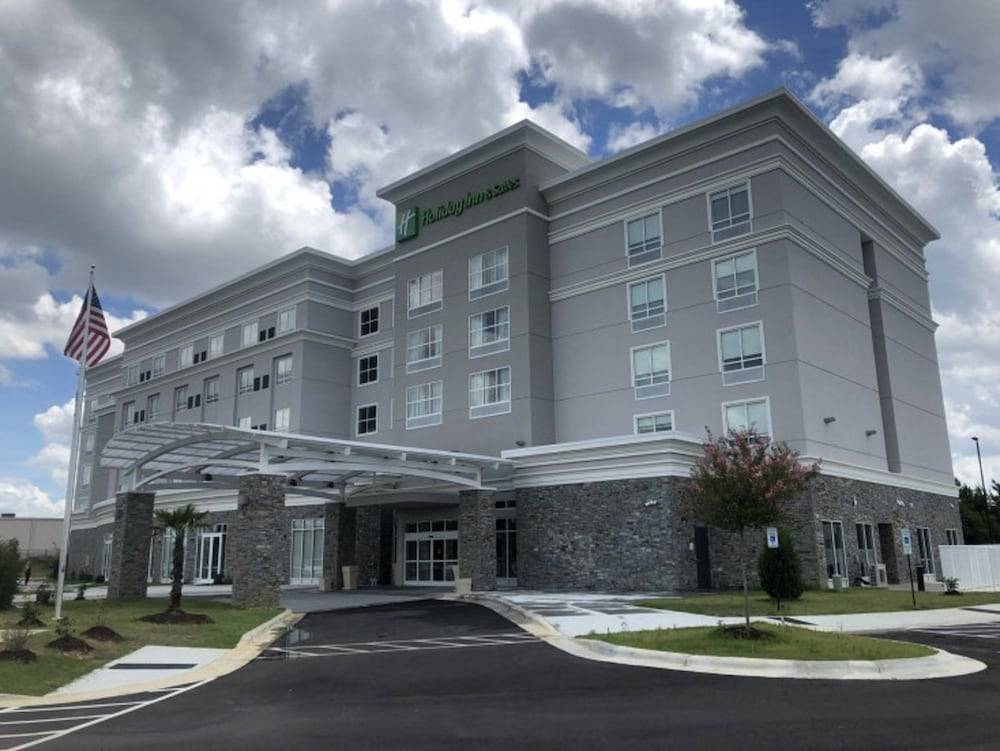 Holiday Inn & Suites Fayetteville W-Fort Bragg Area